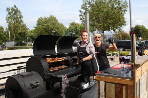 Smoke'ngrill op beach party Elinex