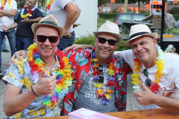 Collega's Elinex tijdens BBQ & beach party